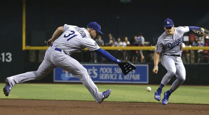 Los Angeles Dodgers first baseman Joc Pederson (31) makes an error on a grounder hit by Arizona Diam