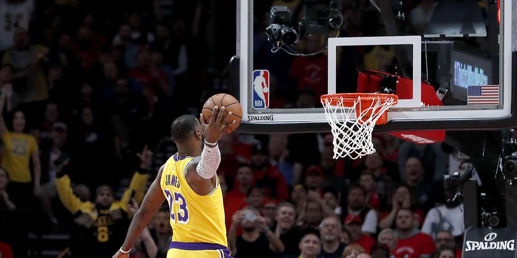 Live updates: There's a melee, punches and ejections before Lakers fall to Rockets