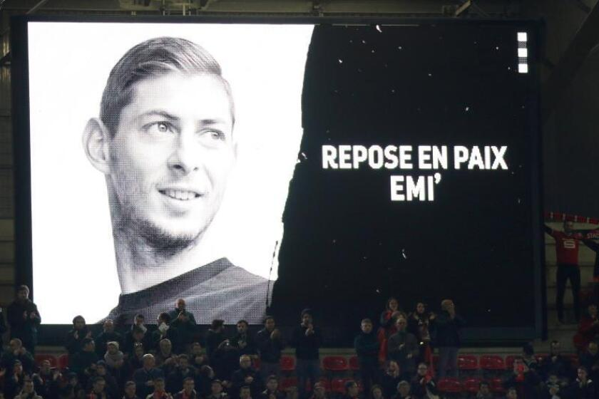 Homenaje al jugador argentino Emiliano Sala, fallecido el pasado 21 de enero en un accidente de avión mientras viajaba de Nantes a Cardiff. EFE/Archivo