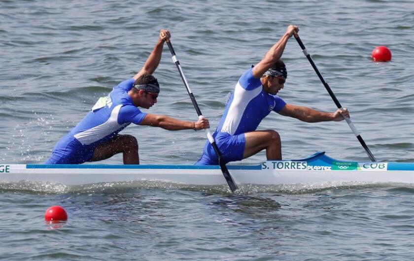 En la imagen, los cubanos Fernando Jorge (i) y Serguey Torres. EFE/Archivo