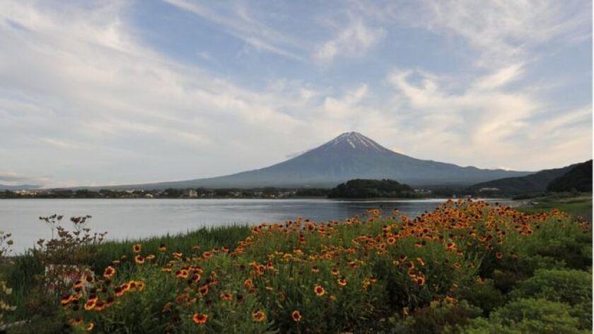 El monte Fuji es la montaña más alta y más famosa de Japón.