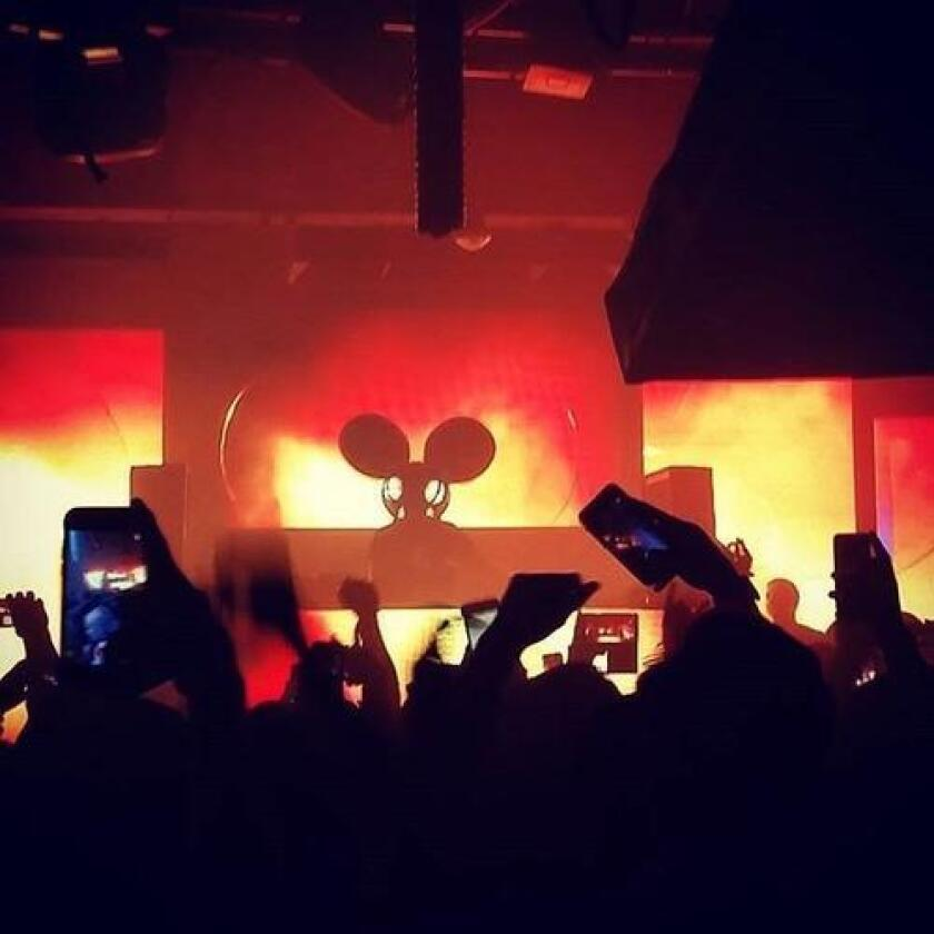 DEADMAU5 suprise DJ set at FLUXX (/ Instagram / @renzo_rmd)