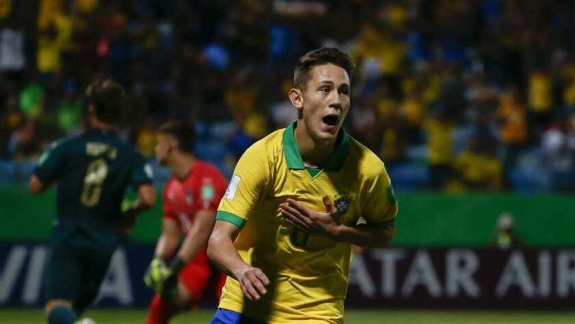 Brasil remontó a Francia y jugará la final ante México.