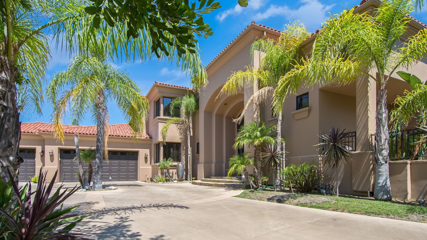 Joselio Hanson's Calabasas home | Hot Property