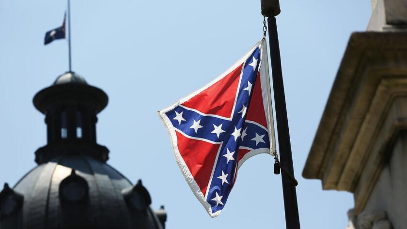 Los líderes estatales izaron una bandera de la Confederación en el domo del Capitolio por primera vez en 1961 con el fin de conmemorar el 100mo aniversario de la Guerra Civil. Se mantuvo ahí para representar la oposición oficial al movimiento por los derechos civiles.
