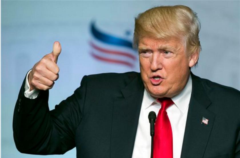 Donald Trump fotografiado durante un acto en Washington. Dos palabras resumen la política exterior de Trump: Americia First, una expresión que muchos asocian con una organización de tintes antisemitas que se opuso a que Estados Unidos participase en la Segunda Guerra Mundial. (AP Photo/Cliff Owen, File)