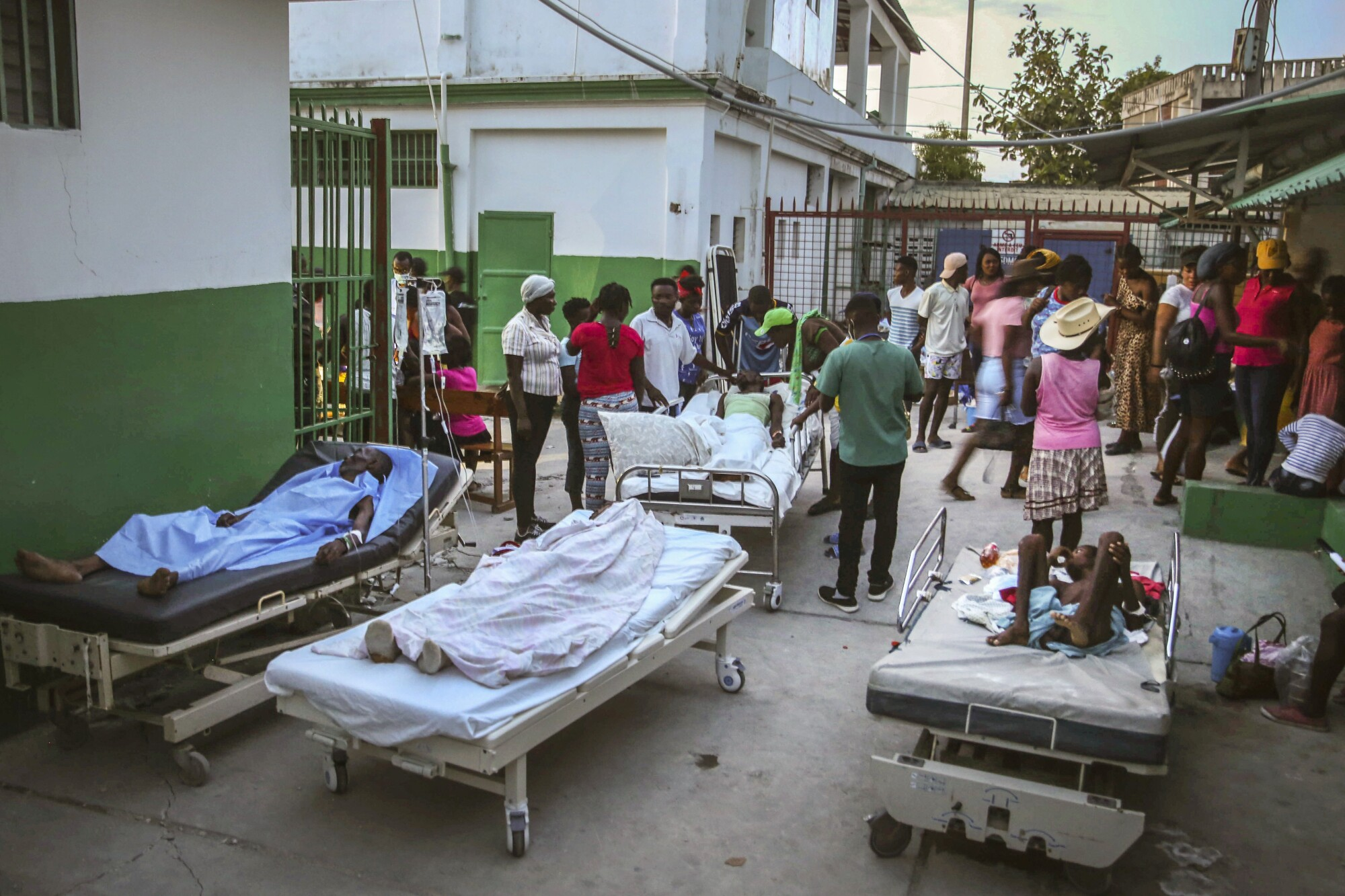 People injured during the earthquake are treated in the hospital while lying in beds.