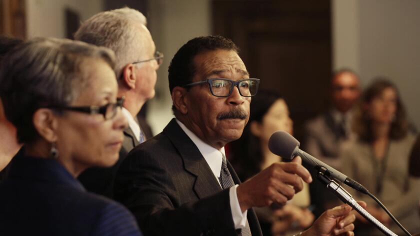El presidente del Concejo Municipal de Los Ángeles, Herb Wesson, recibió múltiples notificaciones de incumplimiento por sus propiedades (Irfan Khan/Los Angeles Times).