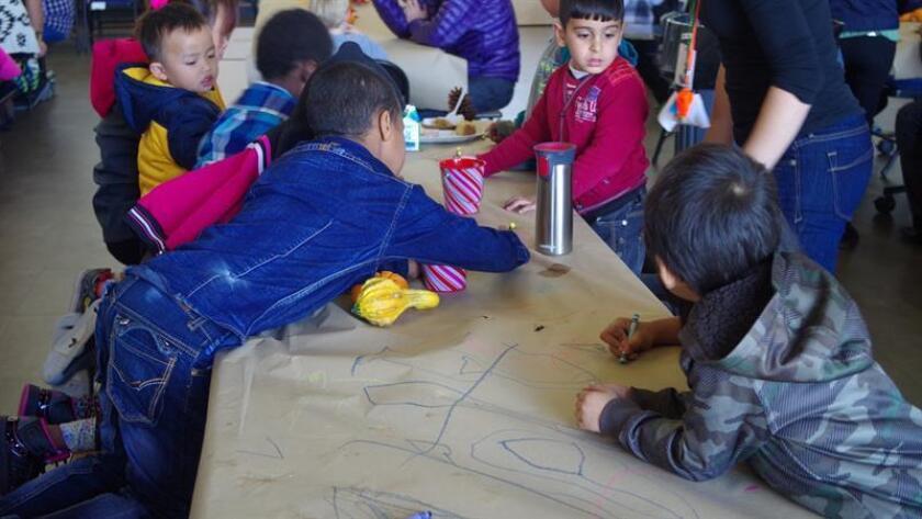 Vista de unos niños inmigrantes en un albergue temporal de EE.UU. EFE/Archivo