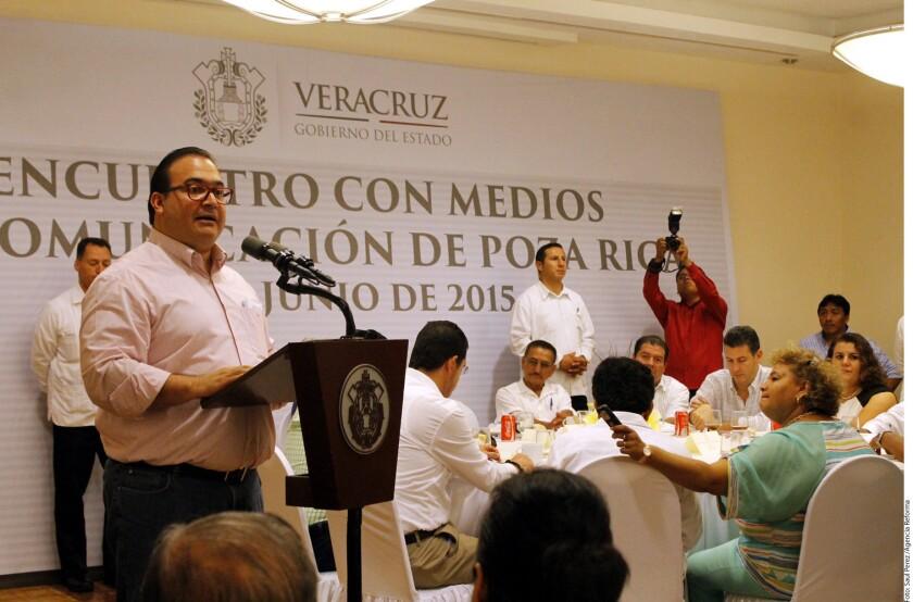 Javier Duarte (izq.) anunció que instrumentará acciones para responder al problema de inseguridad, con la advertencia de que su Administración es más fuerte que el crimen organizado.