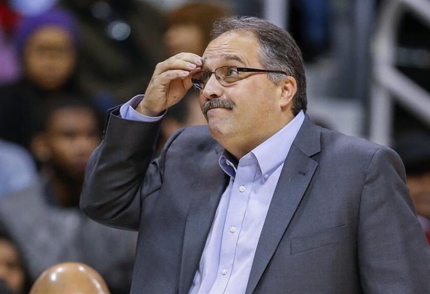 En la imagen, el entrenador y presidente de los Pistons de Detroit, Stan Van Gundy. EFE/Archivo