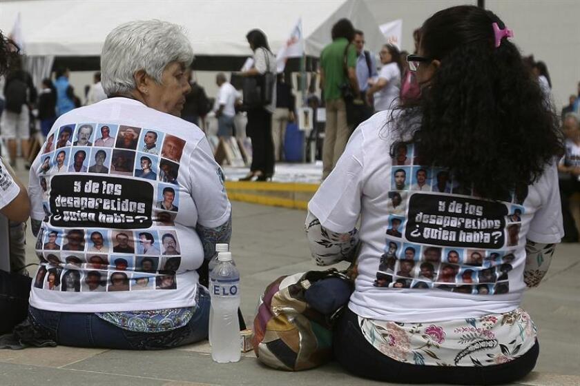 Algunas mujeres participan hoy, martes 30 de agosto de 2016, en Medellín (Colombia), en la conmemoración del Día Internacional de las Víctimas de Desapariciones Forzadas.