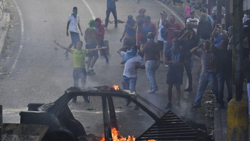 TOPSHOT-VENEZUELA-MILITARY-POLITICS