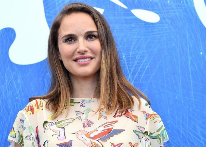 Natalie Portman dirigirá e interpretará los dos papeles protagonistas de una película sobre la rivalidad profesional entre dos gemelas que se dedicaban a escribir columnas periodísticas. EFE/ARCHIVO