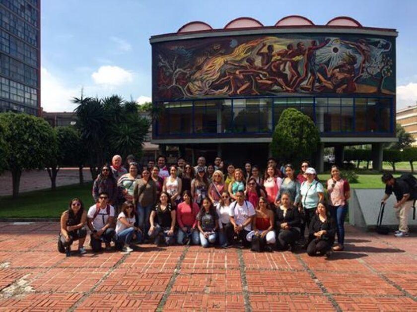 'Dreamers' visitan la Universidad Autónoma de México, bajo el programa California-México Studies Center, de la Universidad Estatal de California en Long Beach (CSLB).