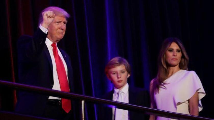 Barron Trump, de 10 años, cursa el décimo grado en un colegio de Mahattan, en Nueva York.