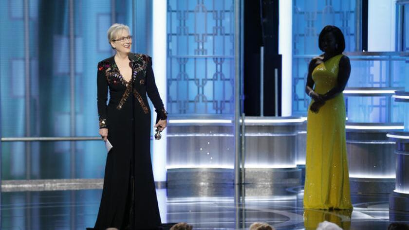 A la izquierda, la actriz Maryl Streep durante la entrega de los premios Globos de Oro.