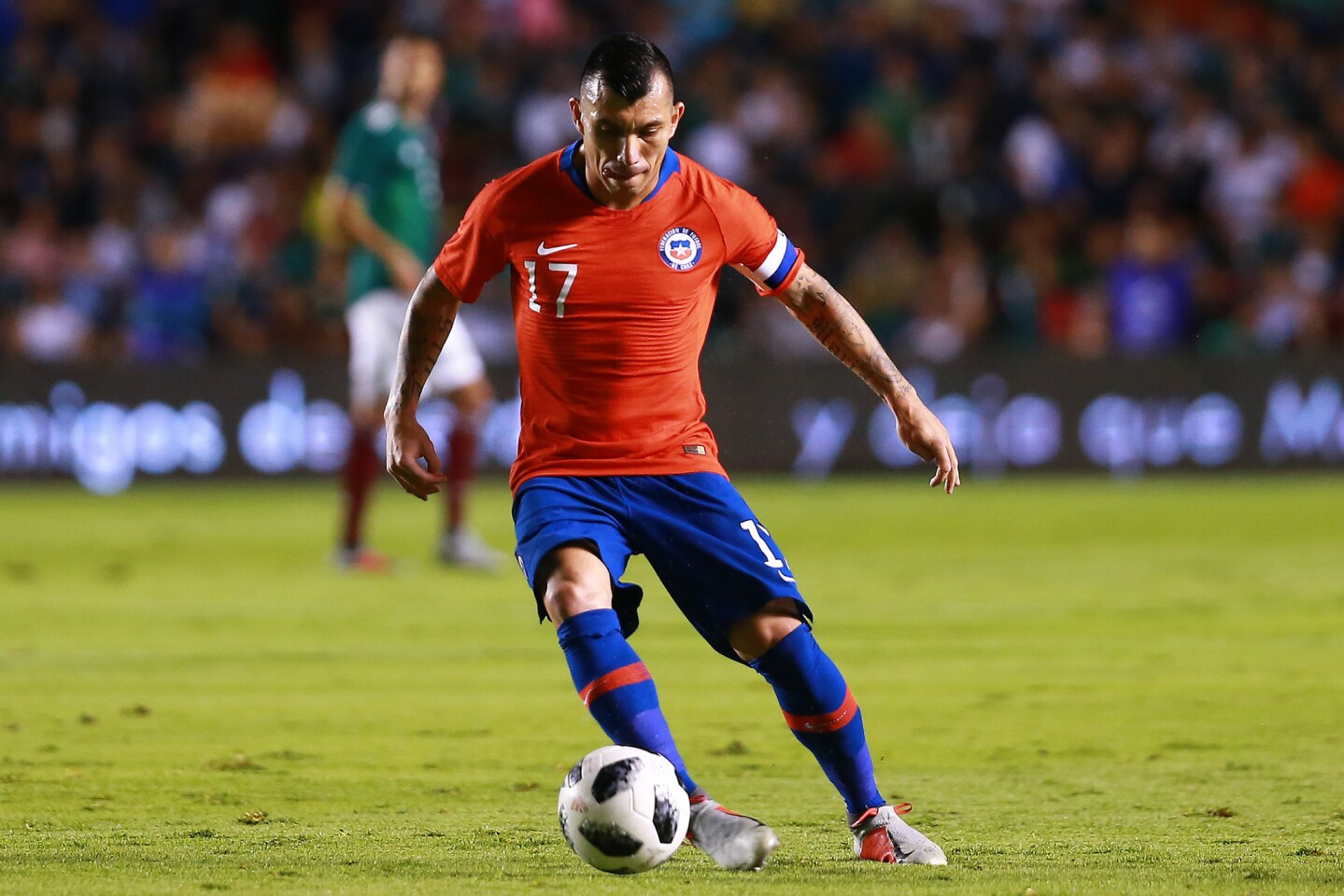 QUERETARO, MEXICO - OCTOBER 16: Gary Medel of Chile controls the ball during the international friendly match between Mexico and Chile at La Corregidora Stadium on October 16, 2018 in Queretaro, Mexico. (Photo by Manuel Velasquez/Getty Images) ** OUTS - ELSENT, FPG, CM - OUTS * NM, PH, VA if sourced by CT, LA or MoD **