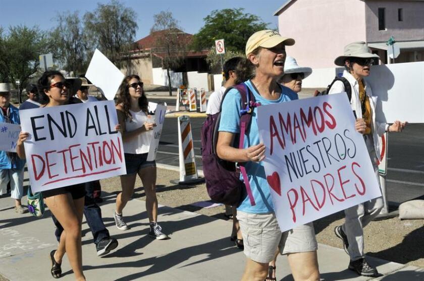 Iglesias, albergues y voluntarios de la ciudad de Tucson han unido fuerzas para satisfacer las necesidades de docenas de familias inmigrantes que están siendo liberadas por la Patrulla Fronteriza tras haber cruzado la frontera de Arizona. EFE/ARCHIVO