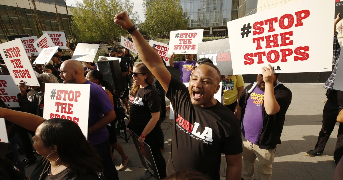 Το LAPD θα μειώσει δραστικά πίσω τραβώντας πάνω τυχαία οχήματα πάνω από τη φυλετική προκατάληψη αφορά