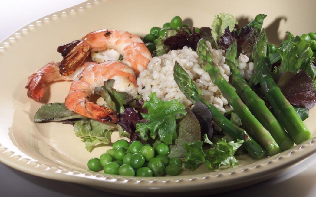 Balsamic shrimp and asparagus salad