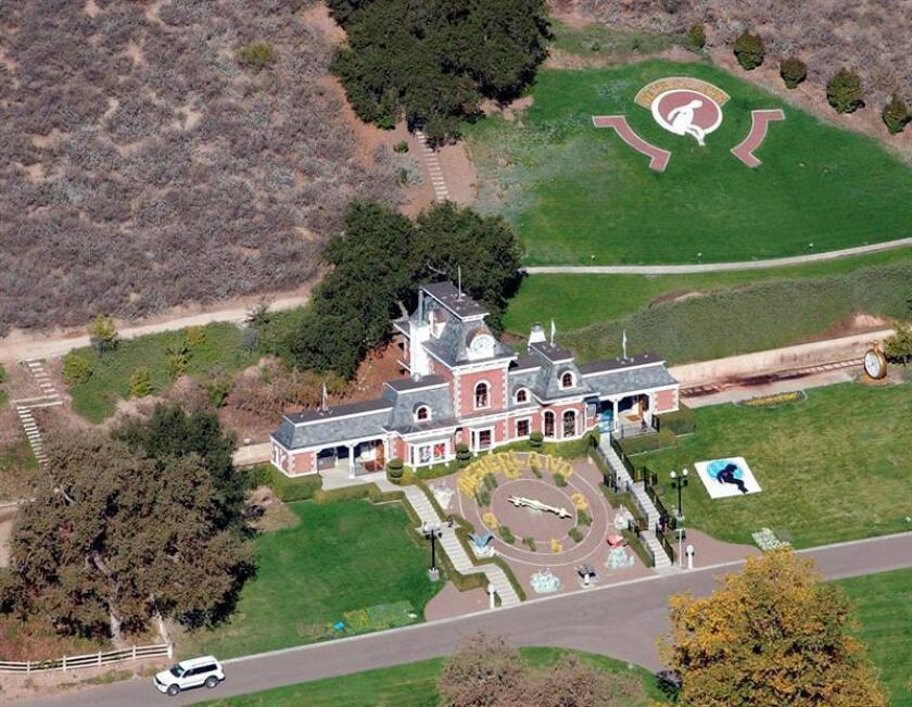 """Fotografía de archivo con fecha del 20 de noviembre del rancho del artista estadounidense Michael Jackson """"Neverland"""" en Santa Inés, California (Estados Unidos). EFE/Archivo"""