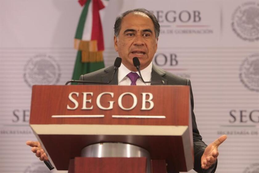 El gobernador de Guerrero, Héctor Astudillo, habla durante una rueda de prensa. EFE/Archivo