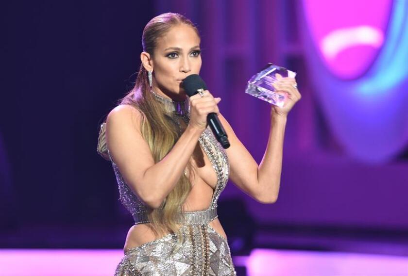 La actriz y cantante Jennifer Lopez recibe el Premio de la Estrella en la gala de los Premios Billboard de la Música Latina. EFE/Archivo