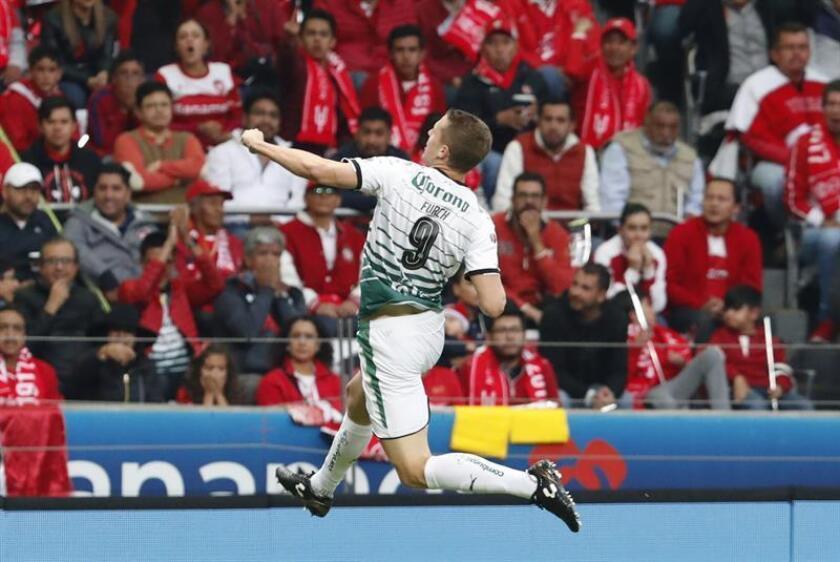 Los goles del partido fueron marcados al minuto 42 de la primera parte por mediación de Valdés en una recuperación de los Laguneros que Furch (imagen) le puso el balón al jugador chileno para que sorprendiese a la defensa y arquero de los Red Bulls con un gran disparo. EFE/Archivo