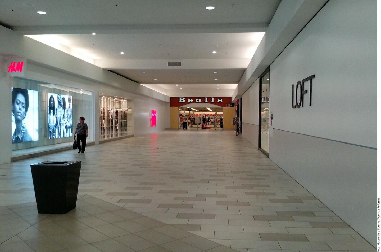Locales vacíos en la zona centro de Brownsville y del Sunrise Mall, donde el impacto por el tipo de cambio y temor a políticas migratorias han provocados caída en las ventas de hasta 40 por ciento.