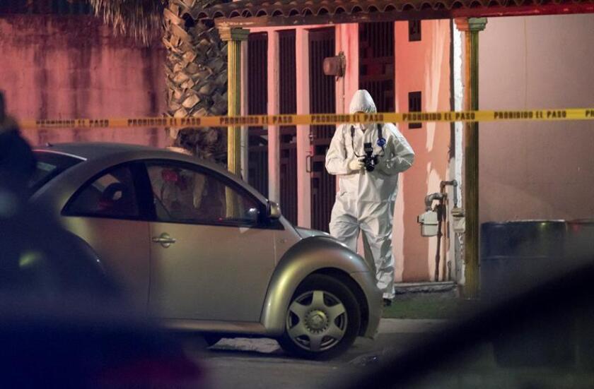 Las autoridades elevaron a nueve el número de muertos en el ataque armado en una casa de San Nicolás de los Garza, en el norteño estado mexicano de Nuevo León, donde este sábado noche se registraron 12 asesinatos en diversos hechos violentos, informó hoy la Fiscalía estatal. EFE/ARCHIVO