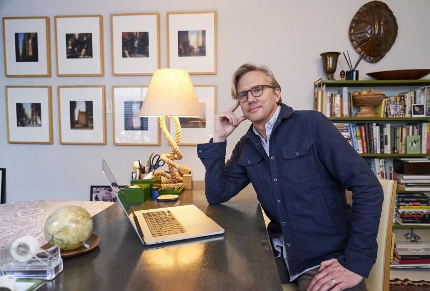Jon Brockett, un productor de la 27ma entrega anual de los Premios SAG, posa en Los Ángeles