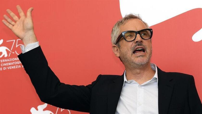"""El director mexicano Alfonso Cuarón posa para los fotógrafos durante la presentación de la cinta """"Roma"""" en el ámbito del 75? Festival Internacional de Venecia (Italia) hoy, 30 de agosto de 2018. EFE"""