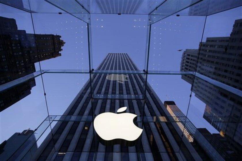 Se trata de un vasto y acaudalado centro aduanero en el corazón de China, construida hace varios años para servir a un único exportador mundial: Apple, la ahora empresa más valiosa del mundo y una de las principales minoristas de China.