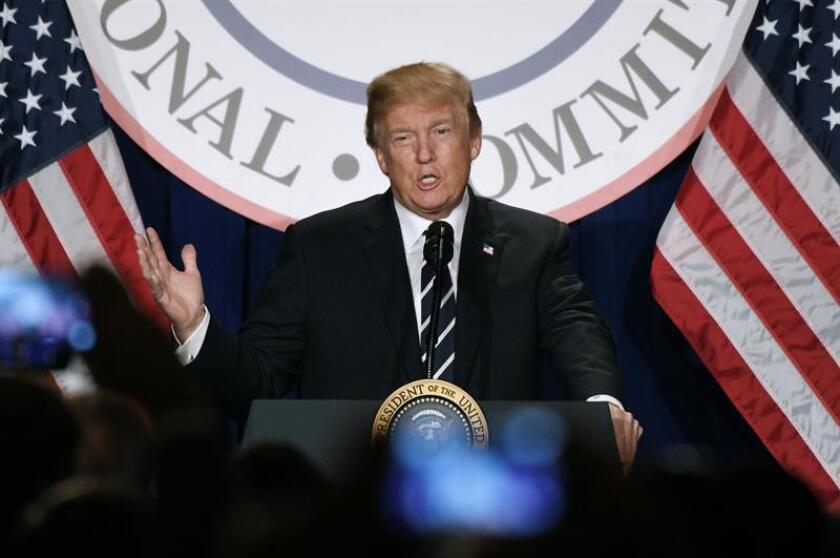 El presidente de los Estados Unidos, Donald J. Trump, habla durante la reunión de invierno del Comité Nacional Republicano en el Trump International Hotel de Washington, DC (EE.UU.). EFE/POOL