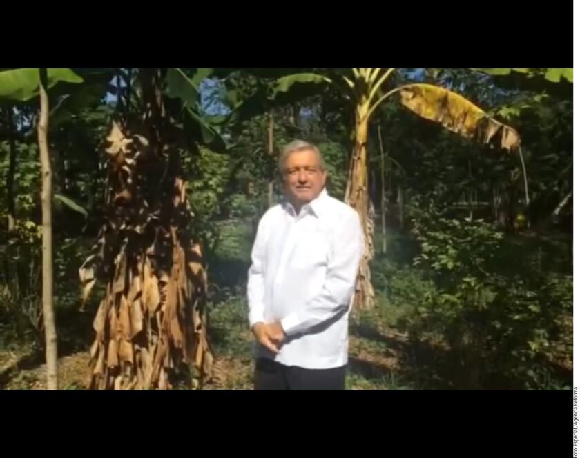 """Ante la crisis provocada por el alza en el precio de las gasolinas, no bastan las quejas y las protestas, sino que es necesario cambiar al régimen y acabar con la denominada """"mafia en el poder"""", consideró el dirigente nacional de Morena, Andrés Manuel López Obrador."""