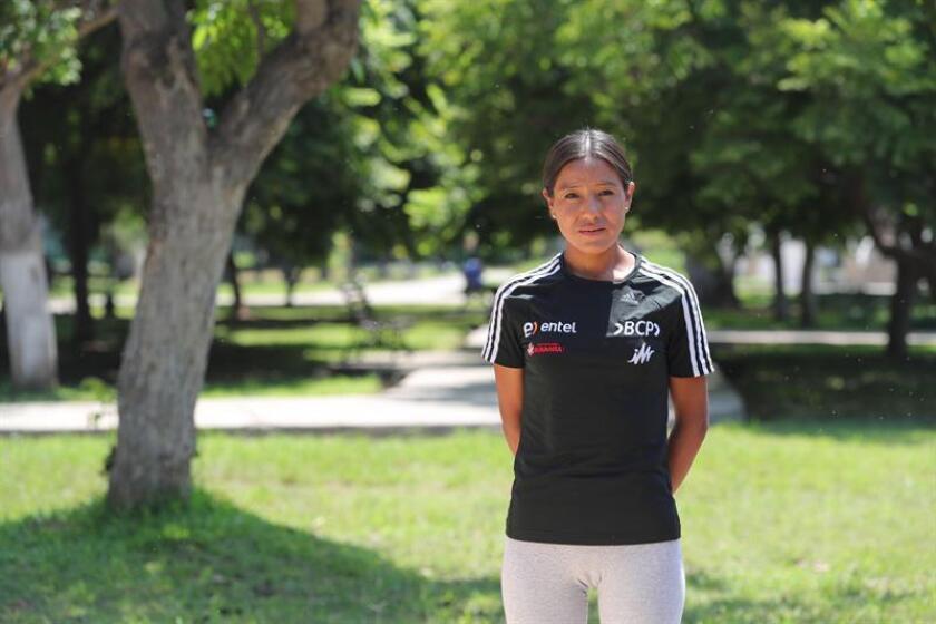 Fotografía fechada el 28 de febrero de 2019, que muestra a la atleta peruana Inés Melchor mientras posa en entrevista con Efe, en Lima (Perú). EFE