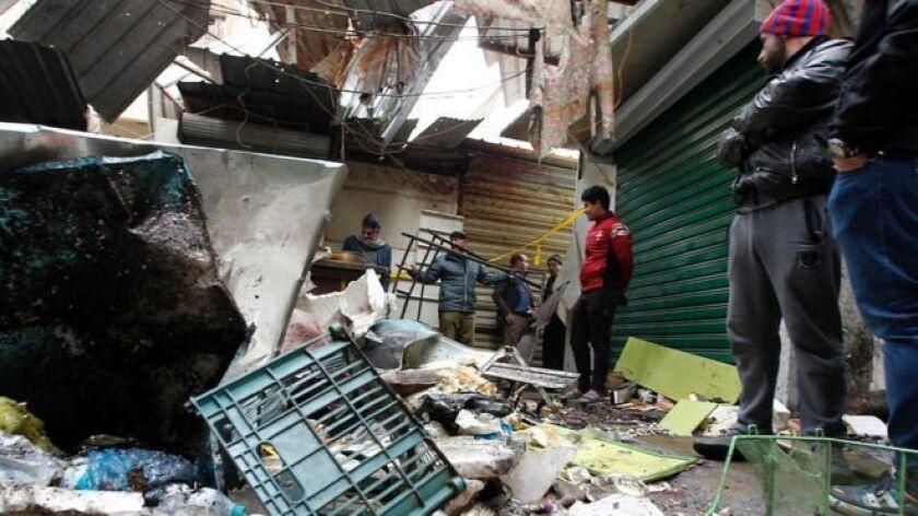 Las explosiones ocurrieron de forma consecutiva en el mercado de al Sinak y se informó que más de 50 personas resultaron heridas.