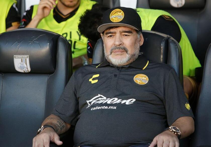 Los Dorados de Sinaloa del entrenador Diego Armando Maradona, duodécimos de la tabla de posiciones, recibirán mañana a los Leones de la Udg, décimos, obligados a ganar para acercarse a la zona de clasificación en el Ascenso del fútbol mexicano. EFE/Archivo