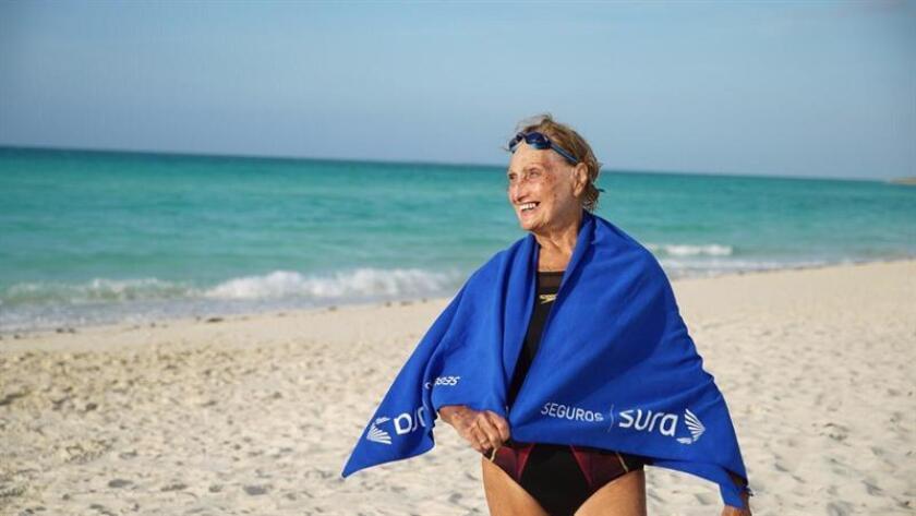 Fotografía cedida por Seguros Sura que muestra a la nadadora uruguaya Margarita Kemayd, quien competirá a sus 80 años en el Campeonato Mundial Master de la FINA en Gwangju. EFE/Cortesía Seguros Sura