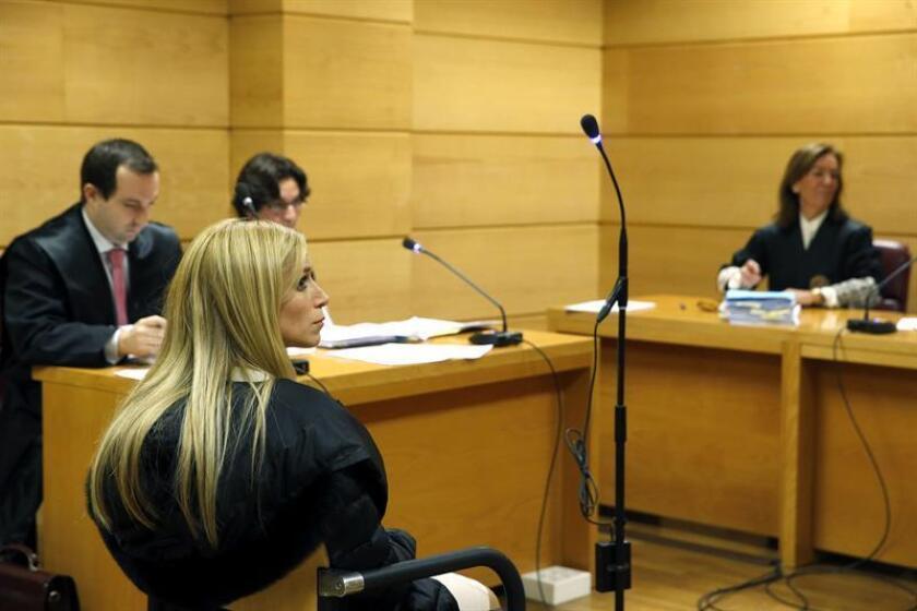 Áurea Vázquez Rijos, acusada principal del asesinato por encargo del que fuera su marido, el empresario canadiense Adam Anhang Uster, fue encontrada culpable hoy de los hechos ocurridos el 22 de septiembre de 2005 en la capital de Puerto Rico. EFE/Pool/Archivo