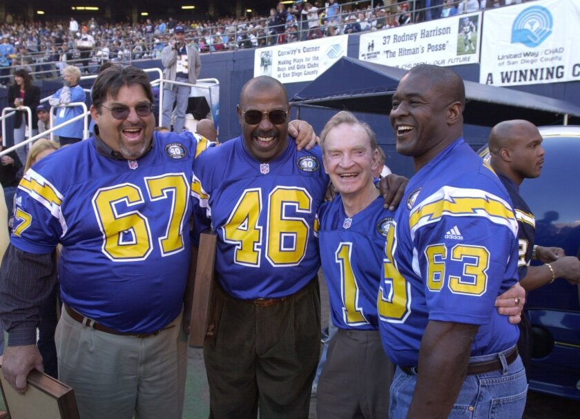 Ground Coryell: Ed White, Chuck Muncie, Don Coryell, Doug Wilkerson. Jim Baird / UT