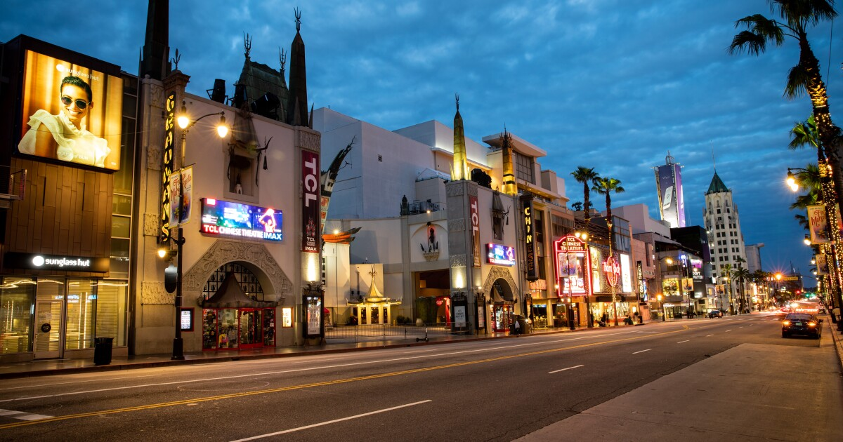 Finden Sie 8 wunderschöne Aufnahmen von Hollywood unter 'zu Hause bleiben', um