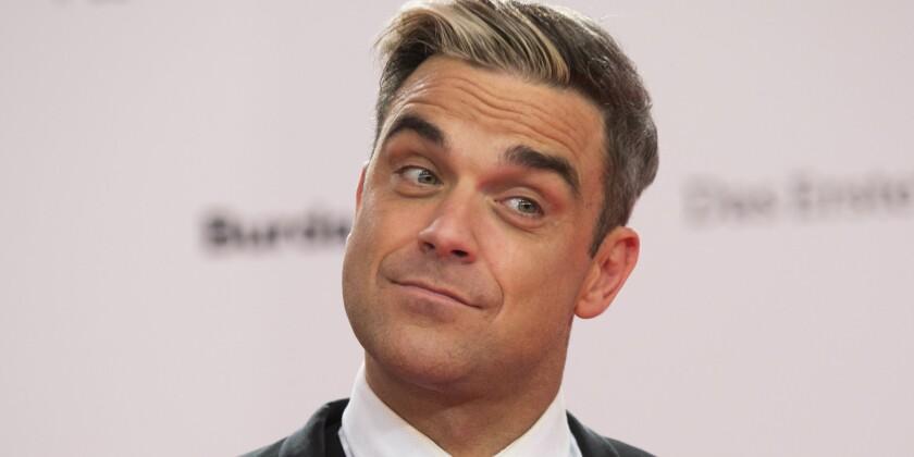 """Robbie Williams, uno de los solistas de mayor éxito mundial, vuelve con su primer álbum de pop en 4 años para recuperar el tiempo perdido y reivindicarse -con ayuda de The Killers, Rufus Wainwright o Ed Sheeran- como genio del espectáculo, aunque """"sin la necesidad de antaño de vencerse a sí mismo""""."""