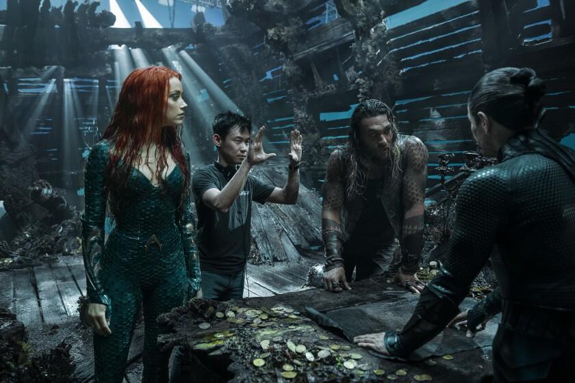"""James Wan dirige al reparto de """"Aquaman"""" durante el rodaje de la superproducción."""