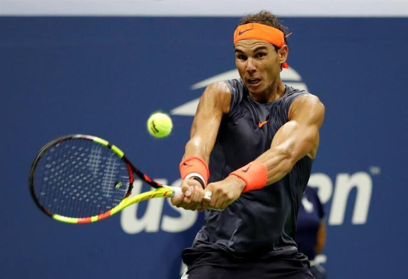 El español Rafael Nadal devuelve una bola al austríaco Dominic Thiem hoy, martes 4 de agosto de 2018, en el Abierto de Estados Unidos, en el USTA National Tennis Center, en Nueva York (EE.UU.). EFE
