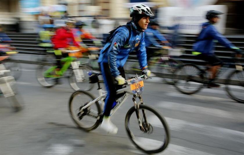 Un grupo de ciclistas se prepara para salir en el segundo día de la travesía ciclista YakuNina que finaliza en Pasto (Colombia). EFE