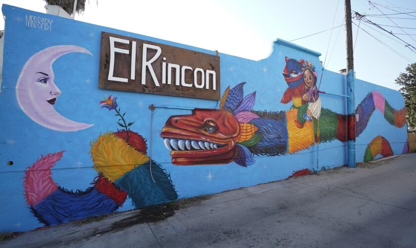 La artista Michelle Guerrero, también conocida como Mrbbaby, acaba de terminar este mural