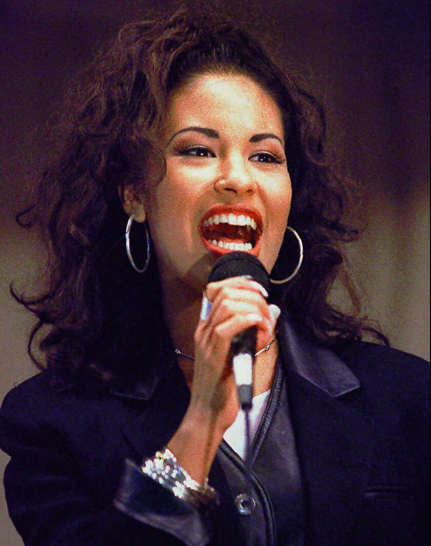 Selenas Music And Warmth Draw Thousands To Corpus Christi 24 Years