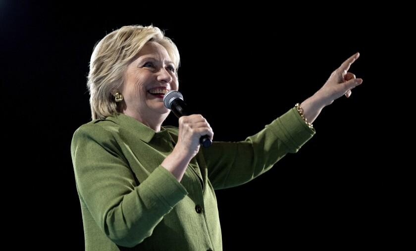 La precandidata presidencial demócrata, Hillary Clinton, eligió al senador de Virginia, Tim Kaine, como su compañero de fórmula. (AP Foto/Andrew Harnik)